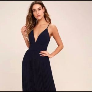 Lulu's pleated navy gown
